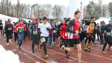 Schwierige Witterungsbedingungen herrschten 2019 beim Aichacher Dreikönigslauf. Die Läufer hatten mit Eis, Schnee und der Kälte zu kämpfen. Am Montag geht es für die Läufer wieder los – mit einer Neuerung.