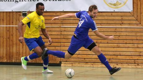 Denklingen (blau) scheidet nach der Vorrunde der Zugspitzmeisterschaft unglücklich aus. Für Penzing war das Halbfinale Endstation.