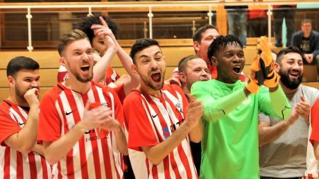 Die Spieler des VfL Ulm/Neu-Ulm freuen sich über den Turniersieg.