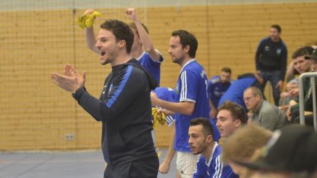 Freude auf der Bank der Sportfreunde und bei Trainer Wolfgang Marzini: Die Friedberger zogen sensationell ins Halbfinale ein, wo sie dann an Bobingen scheiterten.