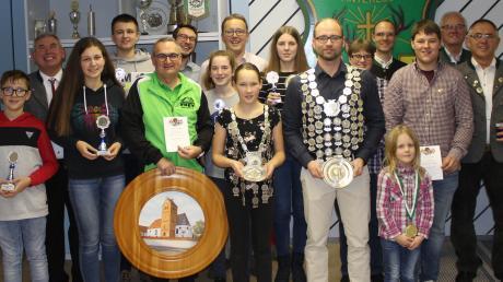 Verdienter Lohn für harte und erfolgreiche Arbeit: Bei der Königsfeier von Winterlust Staudheim standen zahlreiche Sieger-Ehrungen auf dem Programm. Kein Wunder, dass die Stimmung nicht nur bei den Geehrten bestens war.
