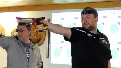 Markus Wiatrek (im Vordergrund) führte die Auerhahnschützen Reinhartshausen mit herausragenden Leistungen zu zwei klaren Erfolgen.
