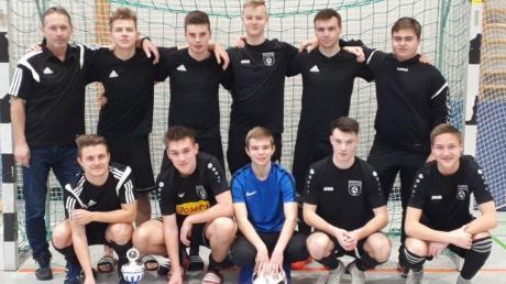 Harburgs U19 verlor nur gegen Kreissieger TSV Krumbach. Tim Scheithauer (kniend, Zweiter von rechts) von der JFG Region Harburg wurde mit fünf Toren Torschützenkönig.