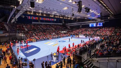 Die Zwischenrunde in der Wiener Stadthalle ist das Minimalziel der deutschen Handballer bei der Europameisterschaft, die erstmals gleich in drei Ländern aus getragen wird.