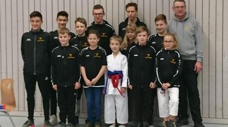 Jede Menge gute Leistungen boten die jungen Karateka des TSV Monheim bei den Bezirksmeisterschaften.