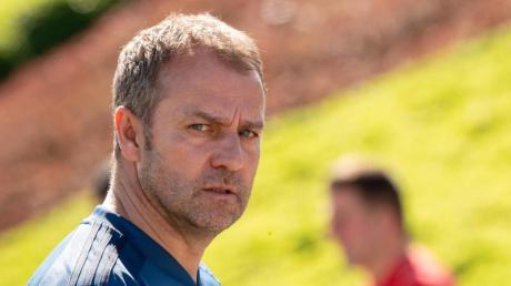 Möchte Verstärkungen in der Winderpause: Bayern-Coach Hansi Flick.