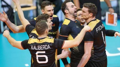 Die deutschen Volleyballer dürfen weiter von der Olympia-Teilnahme träumen.