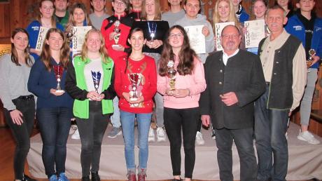 Die Sieger und Bestplatzierten des Jugendcups wurden beim Gaujugendtag in Inchenhofen geehrt.