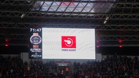 Der Videobeweis spaltet die Fußball-Welt weiter.