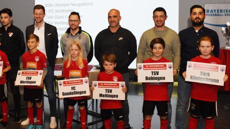 Im illustren Kreis derFinalisten fühlte sich Torsten Vrazic, der Abteilungsleiter des TSV Meitingen, unwohl und glücklich zugleich. Sein Verein war als letztjähriger Vizemeister automatisch qualifiziert.