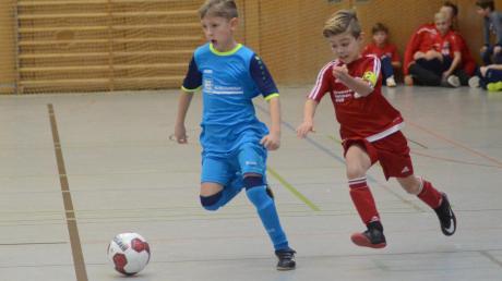 """Wie schon im Vorjahr sind auch die F-Jugend-Teams der SG Rinnenthal (blau) und die des SV Ried beim """"Fair-Play-Spieltag"""" in der Friedberger Rothenberghalle mit von der Partie."""