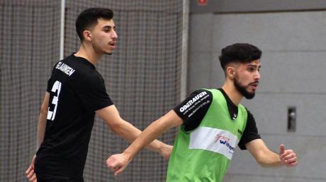 Bei der Kreis-Donau-Endrunde vor Wochenfrist in Wertingen standen sich die Brüder Emirkan Öz (links, Türk Gücü Lauingen) und Tarik Öz (rechts, FC Gundelfingen) direkt gegenüber. Beide haben in Günzburg die Chance, Bezirksmeister zu werden.