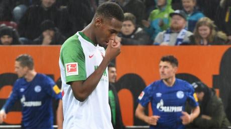 Reece Oxford spielte Anfang November das letzte Mal für den FC Augsburg. Nun könnte er den Klub auf Leihbasis verlassen.