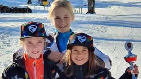 Starteten erfolgreich in die Ski-Saison (von links): Mira Dames, Sanni Müller und Holly Holzheu.