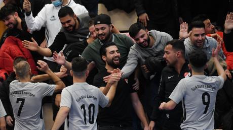 So viel positive Begeisterung gibt's selten: Fans und Fußballer von Türk Gücü Lauingen waren einfach top.