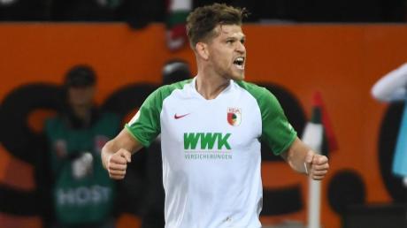 FCA-Stürmer Florian Niederlechner war früher Fan des FC Bayern - das änderte sich aber nach einem Kick mit Freunden aus der Nachbarschaft.