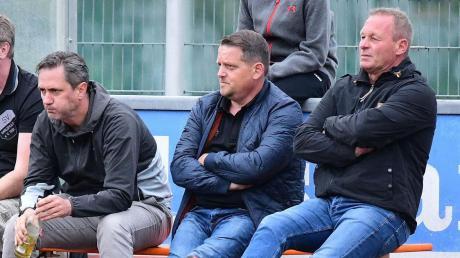 Wie geht es weiter? Noch hat der SV Karlshuld keinen Nachfolger für Abteilungsleiter Christian Eibl (rechts) gefunden. Der sportlichen Leitung um Rüdiger Zach (Mkitte) und Christian Knöferl sind damit die Hände gebunden.