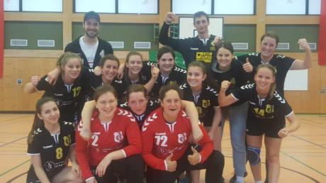 Die Mindelheimer Handballerinnen (hier nach dem Sieg beim Dreikönigsturnier) sind mit einem Derby-Sieg gegen den TSV Ottobeuren in die Rückrunde der Bezirksoberliga gestartet.