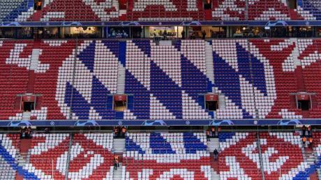Rekordmeister FC Bayern spielt in der weltweiten Fußball-Geldrangliste weiter vorne mit.