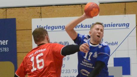 Tim Antonitsch (rechts) läutete die Aufholjagd der Kissinger Handballer ein.