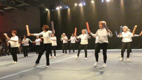 Anneliese Wolf mit ihrer Herzsportgruppe bei einer Vorführung im Rahmen der Sportgala. Sie gibt nach 17 Jahren die Leitung ab.