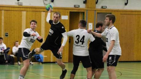 Drei Treffer steuerte Timm Erhard (am Ball) zum 31:20-Erfolg der SG 1871 Gerst-hofen gegen den TSV Niederaunau II bei.