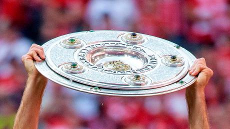 Siebenmal in Serie durften die Akteure des FC Bayern zuletzt die Meisterschale in die Höhe recken. Heuer ist der Titelkampf spannend wie lange nicht und die Trainer aus der Region können sich durchaus einen anderen Titelträger vorstellen.