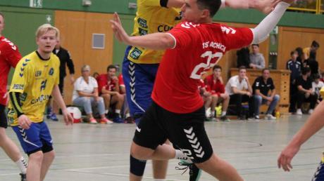 Lorenz Hartl (hier im Hinspiel gegen Schwabmünchen) wird den Aichacher Handballern im Rückspiel am Samstag fehlen.