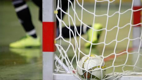 Tore, Tricks und Titel: Am Wochenende ist die Dreifachsporthalle des Maristenkollegs in Mindelheim der Nabel der Allgäuer Futsal-Welt. Bei vier Turnieren der Nachwuchsfußballer werden ein Allgäuer und zwei Unterallgäuer Meister gekürt.