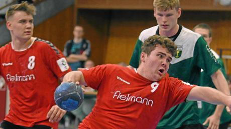 Freiräume schaffen und Abschluss-Chancen konsequent nutzen: So wollen die Günzburger A-Juniorenhandballer (hier Sebastian Grabher) in Hochdorf bestehen. Den Kontrahenten konnten sie in dieser Saison schon einmal bezwingen.