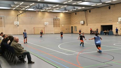 Zahlreiche Zuschauer verfolgten in der renovierten Reischenauhalle die Spiele beim 4. Reischenau-Cup des TSV Dinkelscherben.