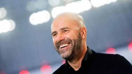 Hat seinen Vertrag bei Bayer vorzeitig verlängert: Trainer Peter Bosz.