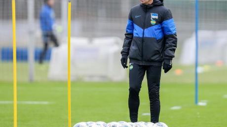 Hertha-Coach Jürgen Klinsmann hat Unterlagen für seine Trainerlizenz eingereicht.
