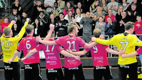 Nach dem Überraschungscoup gegen Bayreuth genießen die Günzburger Handballer die Huldigungen ihrer Fans. Eine der wichtigsten Ausgaben in der Vorbereitung auf das anstehende Heimspiel gegen HT München wird nun sein, das gewonnene Selbstvertrauen nicht in Überheblichkeit münden zu lassen.