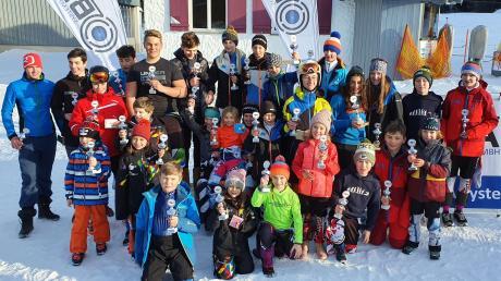 Strahlender Sonnenschein, strahlende Sieger: die Gewinner der einzelnen Jahrgänge beim ersten Lauf um den BSA-Systemhaus-Cup.