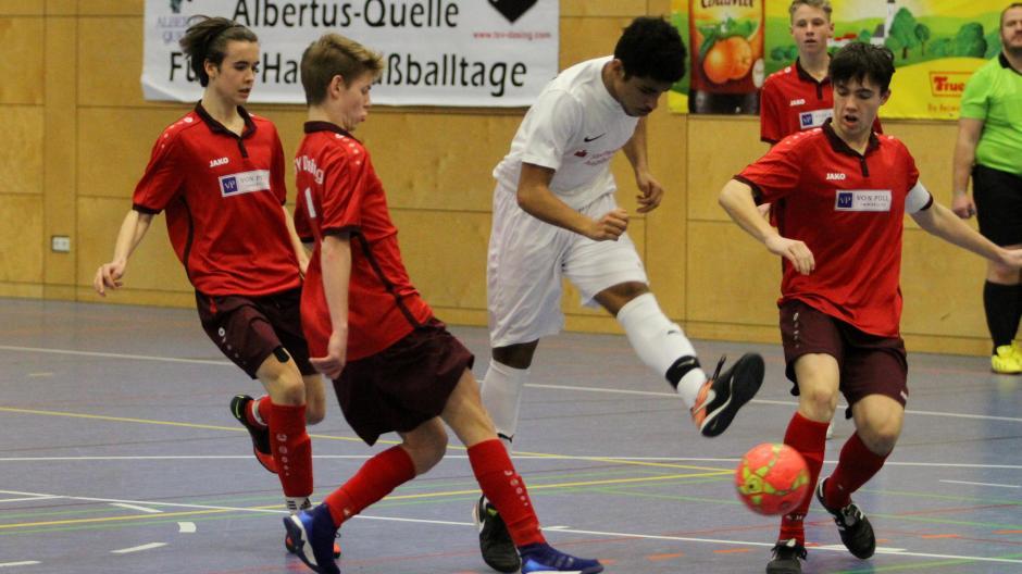 Die B-Jugend des TSV Friedberg (weiß) startet als Landkreismeister bei der Augsburger Kreismeisterschaft.