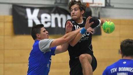 Bobingens Handballer (blaue Trikots) müssen gegen Ichenhausen selbst unbequem werden, um weiter erfolgreich zu sein.