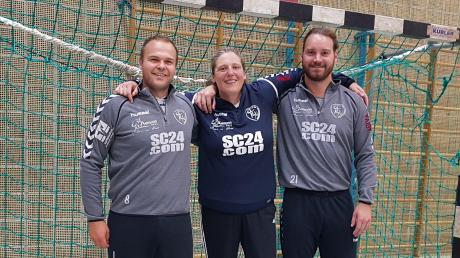 Macht die Niederraunauer Torhüter besser: die frühere National-Torhüterin Sylvia Harlander mit Armin Hessheimer (links) und Maximilian Jekle.