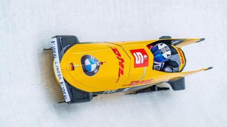 Francesco Friedrich und Thorsten Margis rasen in Innsbruck mit ihrem Bob durch den Eiskanal.
