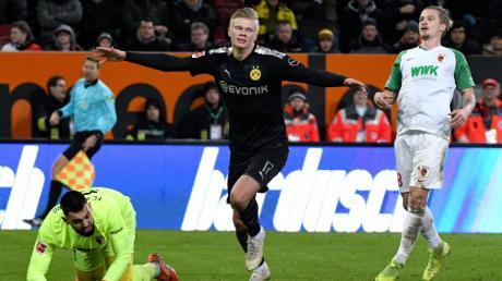 Augsburger Frust, Dortmunder Freude: Der FC Augsburg führte gegen den BVB lange - bis Erling Haaland (Mitte) ins Spiel kam.