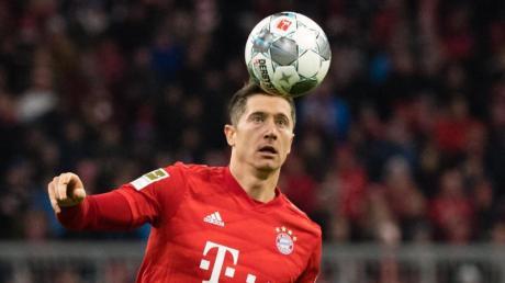 Die Bayern setzen in Berlin gleich wieder auf Torjäger Robert Lewandowski.