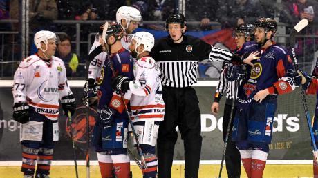 Die Schiedsrichter hatten beim Spiel zwischen den Devils und Kempten eine Menge zu tun – nicht alle ihre Entscheidungen waren nachvollziehbar.