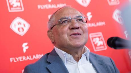 Felix Magath war Nationalspieler, gewann als Spieler und Trainer die Meisterschaft - und ist nun Chef von Flyeralarm Global Soccer.