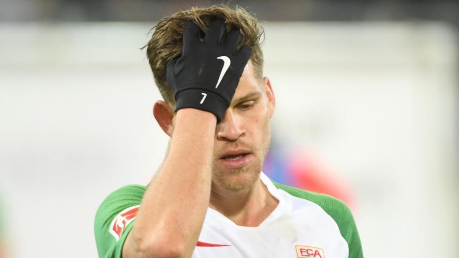 Oh Mann! Florian Niederlechner ärgerte sich nicht nur über die Niederlage gegen Dortmund, vor allem störte er sich an einem nicht gegebenen Foulelfmeter.