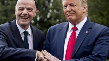 Verstehen sich:FIFA-Boss Gianni Infantino (l) und US-Präsident Donald Trump.