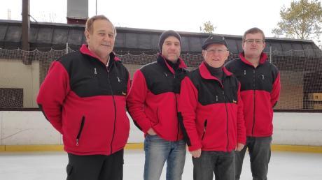 Die Eisstockschützen (von links) Franz Schmidt, Thomas Häckel, Ernst Häckel und Dominik Walter konnten den Aufstieg in die Bezirksliga feiern.