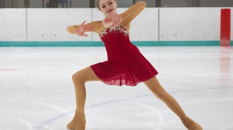 Eis ist ihr Element: Die 16-jährige Michele Ehemann vom EV Augsburg verfolgt im Eislaufen große Ziele.