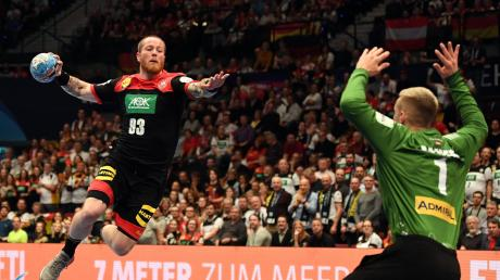 Patrick Zieker (am Ball hier gegen Österreich) und das Deutsche Team verpassten das Halbfinale bei der Handball-Europameisterschaft in Wien. Die heimischen Handballer haben das Turnier verfolgt, einer war sogar vor Ort.