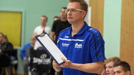 Augsburgs Trainer Florian Martini und seine Basketballer haben die Hoffnung auf den Klassenerhalt noch nicht aufgegeben.