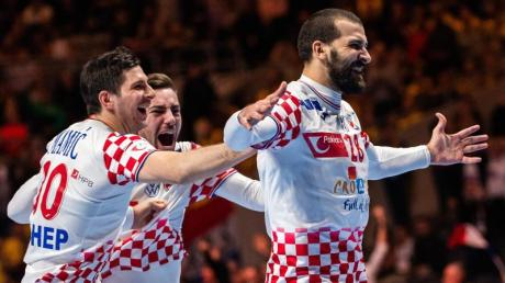 Kroatiens Handballer feiern nach dem Sieg gegen Norwegen den Einzug ins EM-Finale.